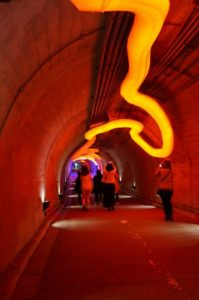 トンネルの中もアートだった