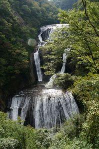 袋田の滝は縦にもダイナミック