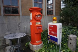 引田郵便局のレトロなポスト