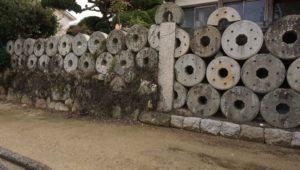 誉田八幡神社前の臼