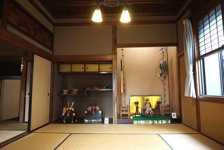 数寄屋風書院造りの和室と五月人形