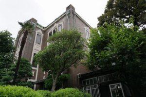 裏から見る田中邸