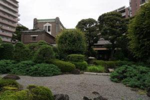 庭越しの旧田中邸