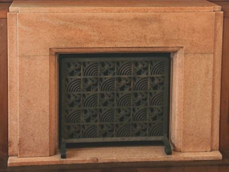 姫宮 居間の暖炉のカバー