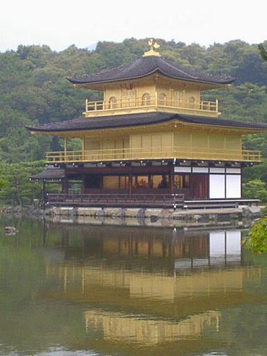 宇治と伏見への旅(5) 世界遺産 金閣寺は「逆さ金閣」を撮るべし!