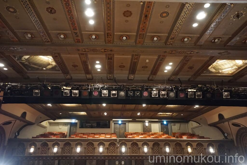 三越劇場 2階席の奥まで見える