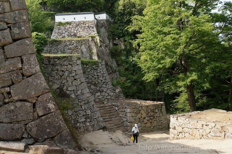 山陽の城めぐり 岡山(2) 備中松山城の大手門は突破不可!