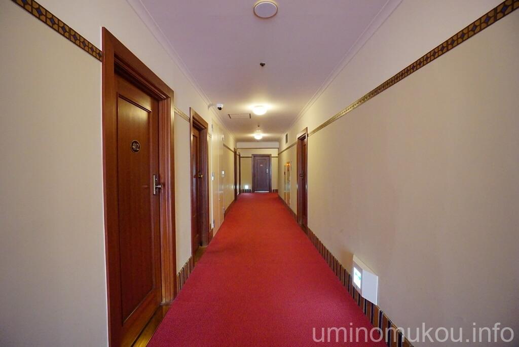 山の上ホテル 客室への廊下