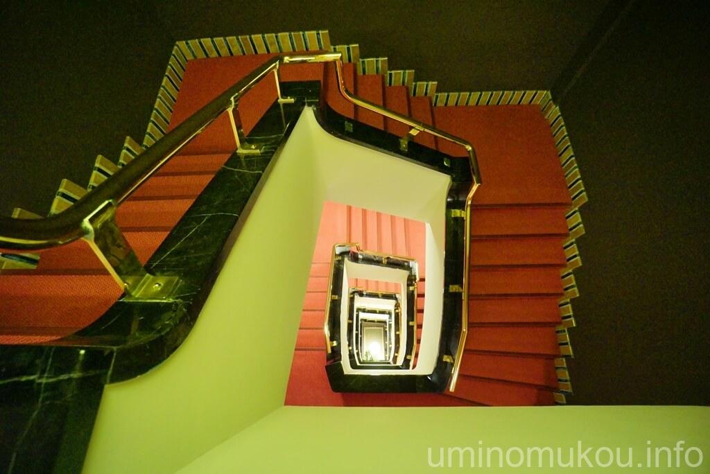 山の上ホテル 名物の階段
