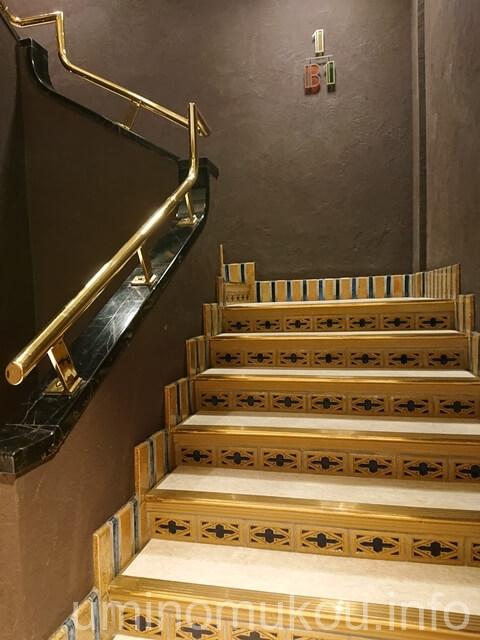 山の上ホテル 地下1階の階段